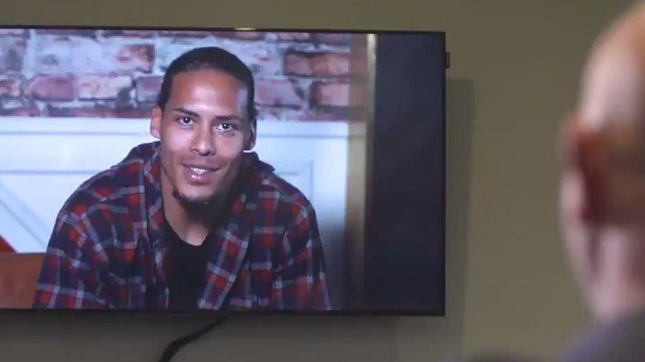 Vaderdag: Virgil van Dijk verrast emotionele Liverpool-fan