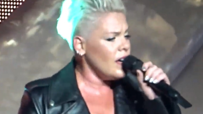 Pink live in Amsterdam: Just give me a reason